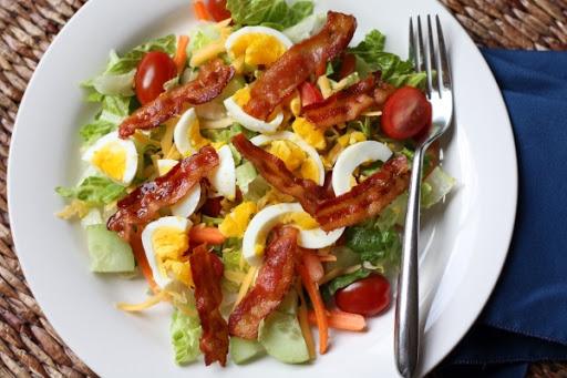 Salad ba rọi xông khói