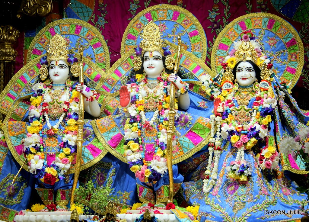 ISKCON Juhu Sringar Deity Darshan on 29th April 2016 (28)