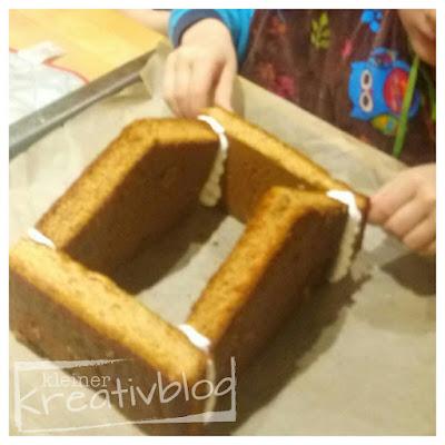 https://www.kleiner-kreativblog.de: Knusperhäusschen aus Lebkuchen