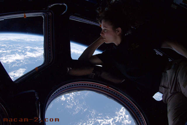 Pemandangan ke luar angkasa lepas pleh angkasawan Tracy Caldwell Dyson.