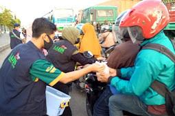 Yayasan Badan Wakaf Sultan Agung (YBWSA) Berbagi Ta'jil Tetap Menggunakan Protokol Kesehatan