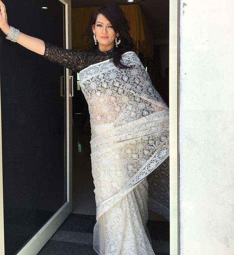 Falguni Rajani In Sleeveless Saree Blouse