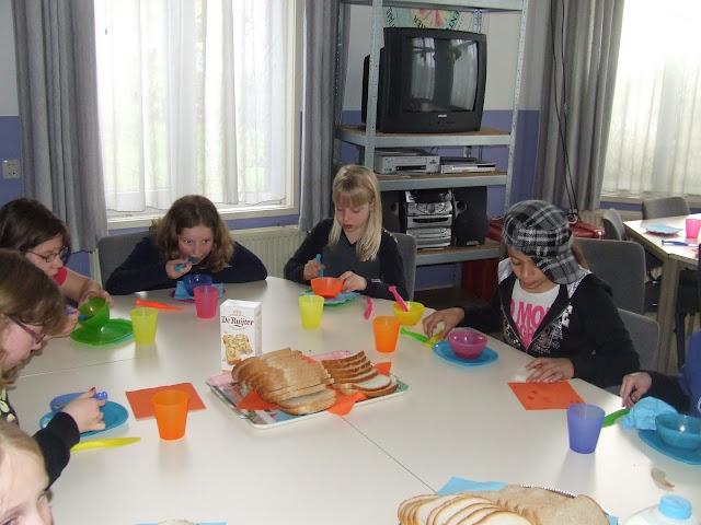 Sobere maaltijd voor de kinderen van de kinderkerkclub. - DSCF5794.JPG