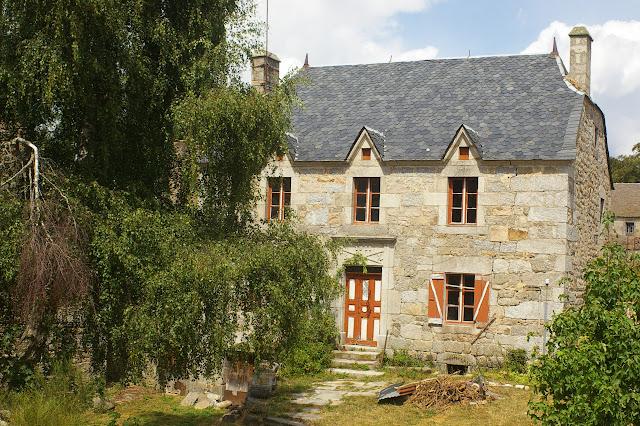 Maison en granite (1911). Fau-de-Peyre (Lozère), 21 août 2009. Photo : J.-M. Gayman