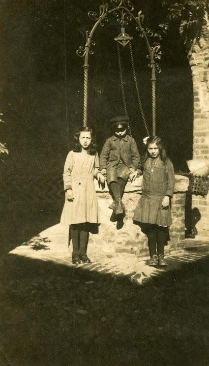giure teresa 1908.1994, camillo 1910.1996 nel castello