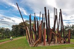 Obra: Beam Drop em Instituto de Arte Contemporânea - Inhotim - Brumadinho, Minas Gerais. Fotos do evento Inhotim. Foto numero 24.