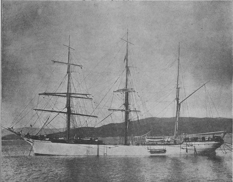 La preciosa estampa marinera de la CRISTOBAL LLUSA todavia sin motorizar. Foto de la revista Marina Mercante. Numero 32.tif