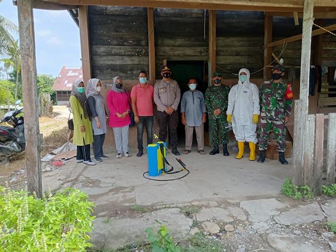 Satgas Covid-19 TJA Lakukan Penyemprotan Disinfektan di Desa Samakurok