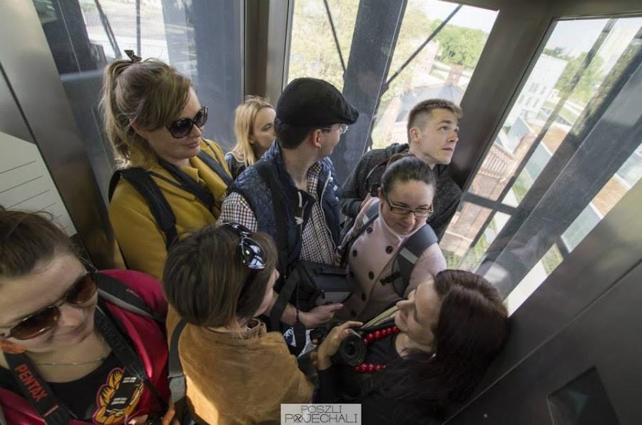 Blogerzy w windzie wieży nadszybia Muzeum Śląskiego