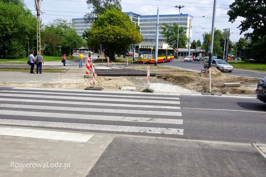 Rondo Lotników Lwowskich - trwa budowa przejazdu przez tory