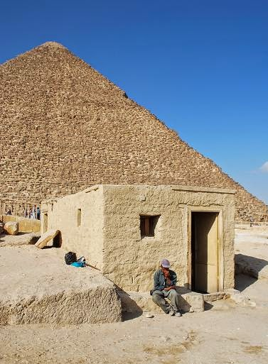 giza-great-pyramid-resting-on-a-mastaba