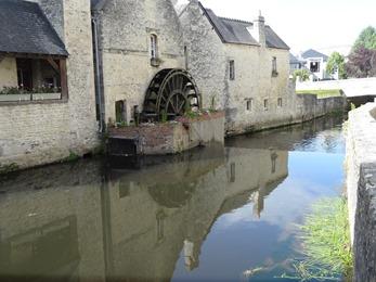 2017.06.10-082 moulin à eau quai de l'Aure