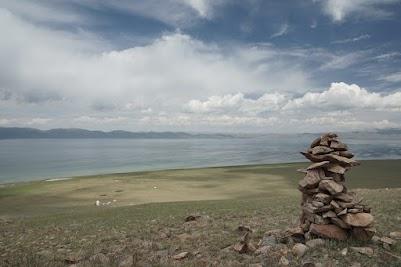 Der Song Köl ist von 4.000 m hohen Bergen umgeben