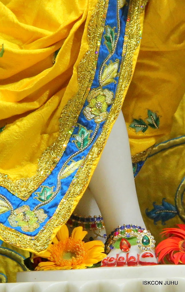 ISKCON Juhu Sringar Deity Darshan on 26th June 2016 (43)