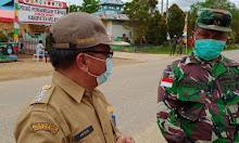 Tinjau Pos Penyekatan, Camat Belimbing Koordinasi Dengan PJ Danramil Pamuar