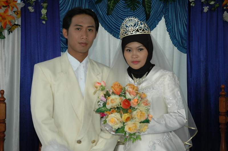 Oman - wedding couple
