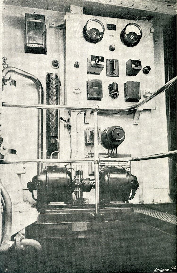 Convertidor rotatorio. Estación radiotelegrafica del aviso GIRALDA. Foto y texto de la REVISTA GENERAL DE MARINA. AÑO 1908.jpg