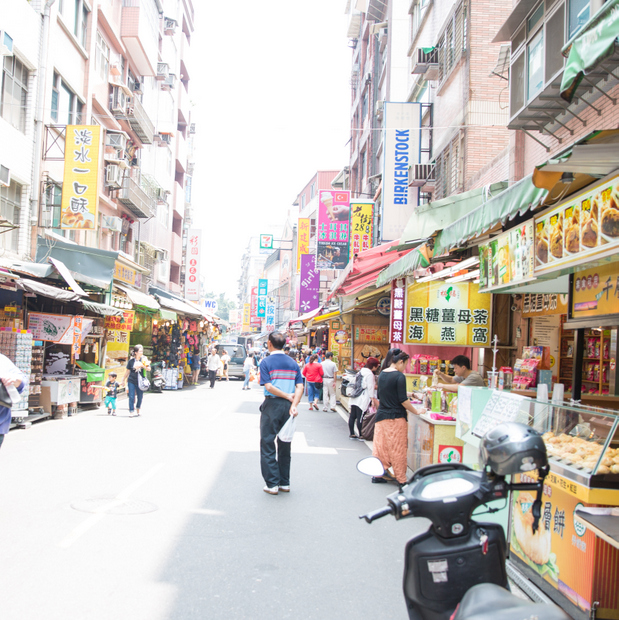 photo of a street in Tamsui