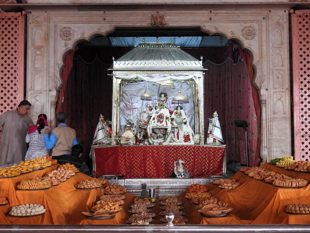 Radha Govind Devji Deity Darshan 02 Jan 2017 (11)