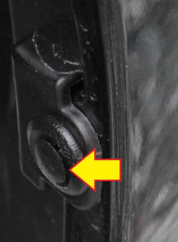 タントXターボSA[DBA-LA600S]の後輪側のクリップ(下側)の拡大図です