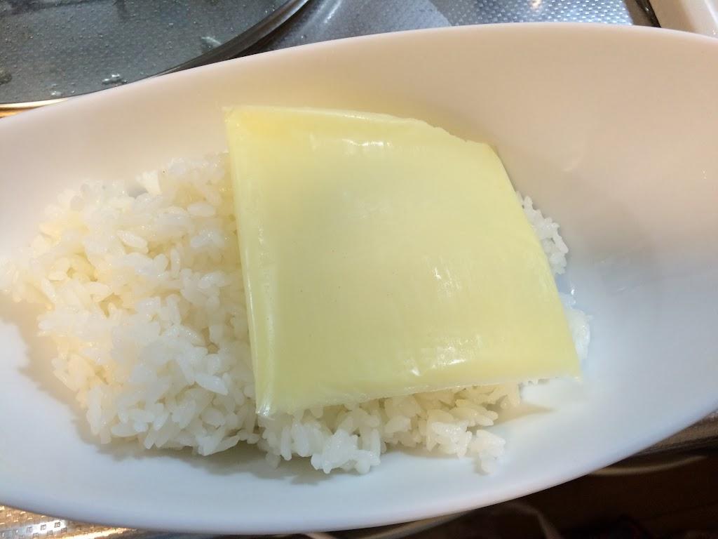 ご飯にとろけるチーズ