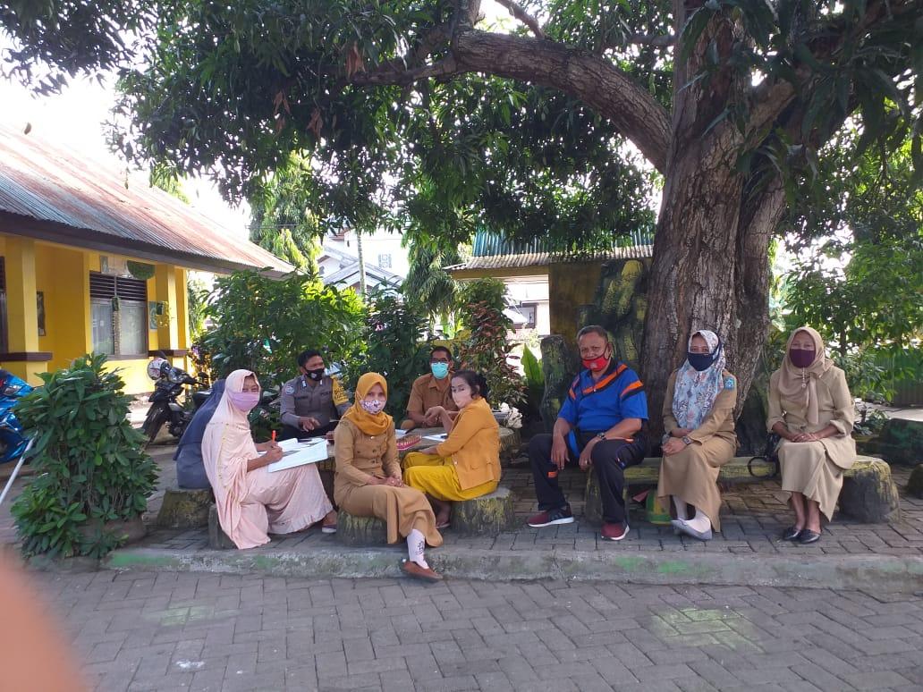 Wujudkan Pilkada Aman dan Sehat, Bhabinkantibmas Polsek Marioriawa Kunjungi SDN 47 Lamarung