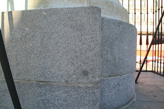 Photo: Basamento de la estatua de Felipe III (detalle)