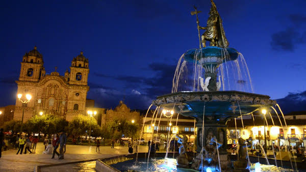 la ciudad de Cusco de noche