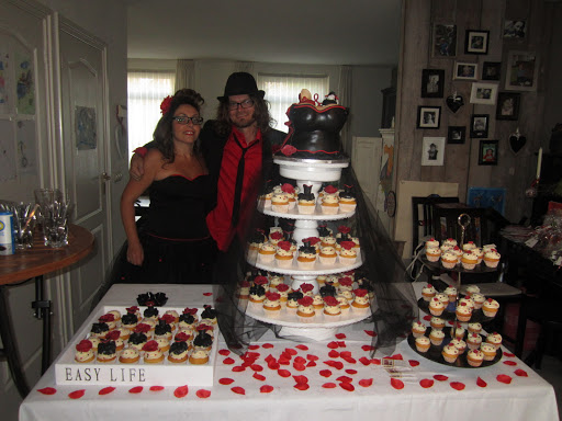 810-  Bruidstaart en Huwelijkcupcakes.JPG
