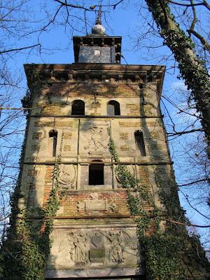 Hoeselt, Bethania-kasteel. In 1622 bouwde Walter de la Montaigne, diplomaat en griffier in het prinsbisdom Luik het vierkantig waterslot met twee torens en noemde het Bethania.