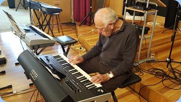Ron Clingon playing the Korg Pa4X.