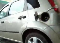 ガソリンスタンドにトンデモナイ店員がいた! これは絶対に警察に逮捕されるレベル。
