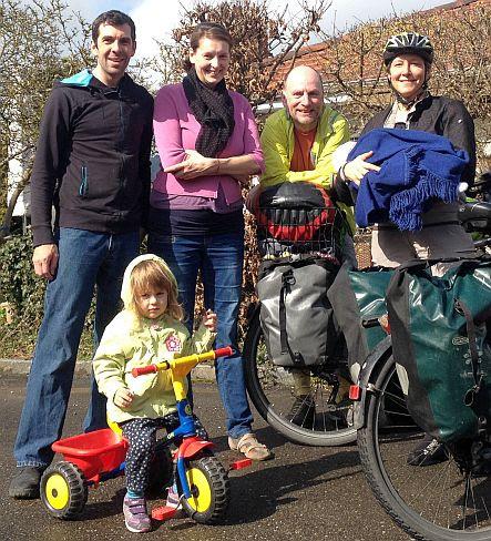 Johann, Karina, Gudrun, Chris, Miri mit Leopold in Ehrendingen