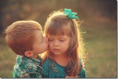 niños besandose (9)