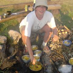 Matylda wydaje obiad-kurczak curry z brzoskwiniami, mniam