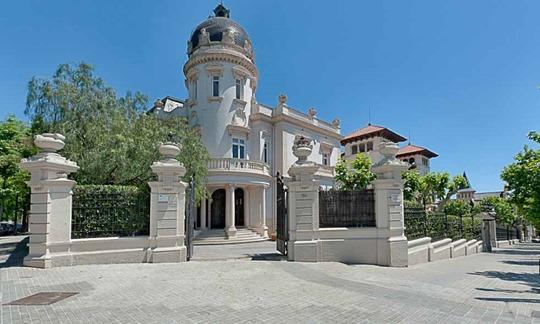 live-barcelona-zona-alta-exterior-palacete