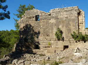 Photo: Façade of the galleries west of the Agora .... Gevels ten westen van de Agora