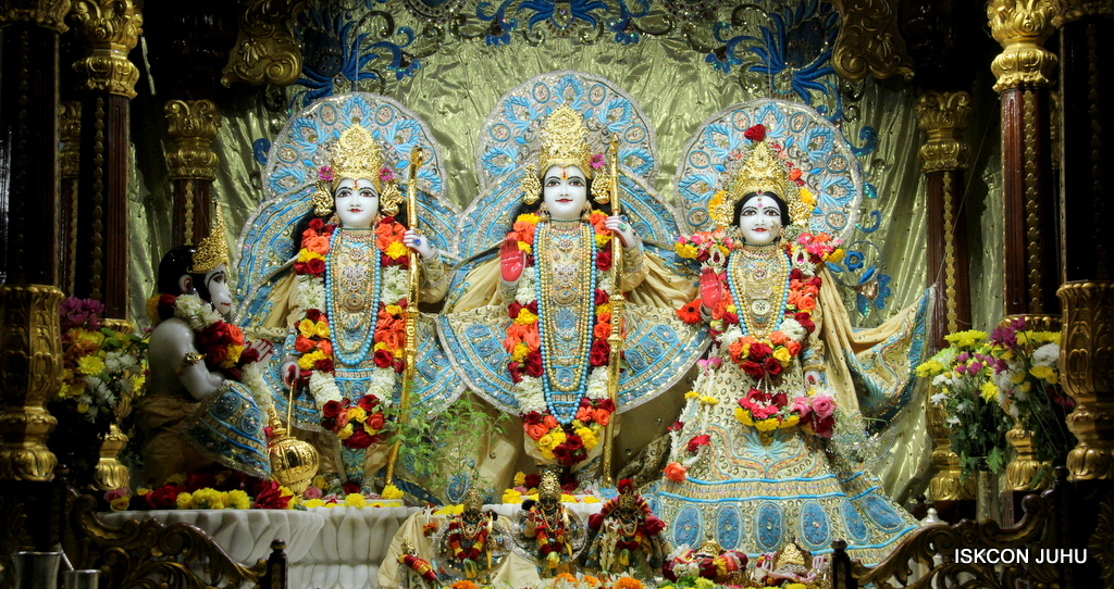 ISKCON Juhu Sringar Deity Darshan on 30th Dec 2016 (19)