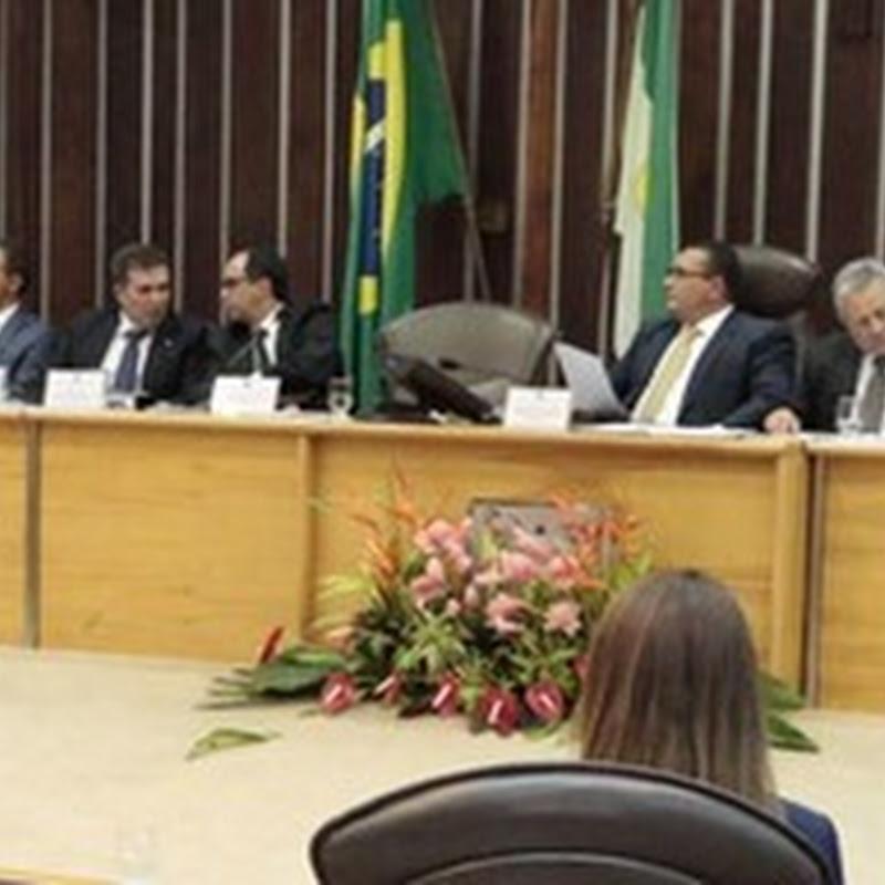 Mensagem anual de Robinson Faria na Assembleia é marcada por protesto dos servidores