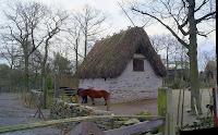 Fotot ihoppsat av tre bilder, lam och hästhus ifrån Gottland