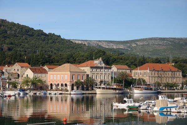 Blick auf den Hafen von Stari Grad