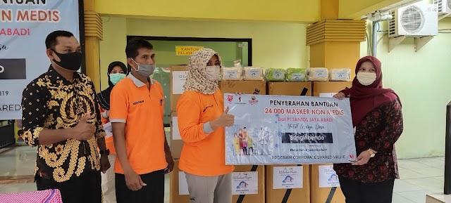 PT. Santos Jaya Abadi Serahkan Bantuan 24.000 Masker ke Warga Desa Bringin Bendo