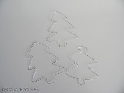 Árboles de Navidad con alambre.