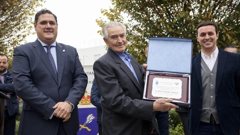 Diego Sánchez, homenajeado porque a sus 85 años sigue en la brecha