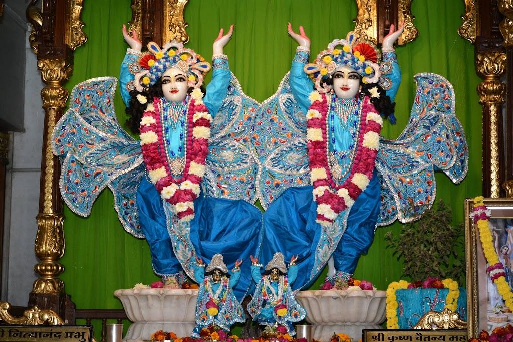 ISKCON Ujjain Deity Darshan 18 Dec 2015 (1)