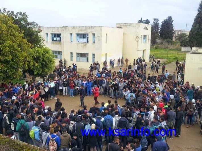 تلاميذ الثانوية التأهيلية احمد المنصور الذهبي يحتجون