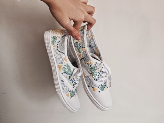 TEE HEE: Diy embroidered canvas shoes