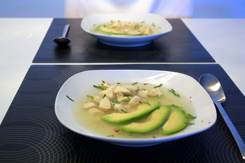 Hühnersuppe mit Avocado