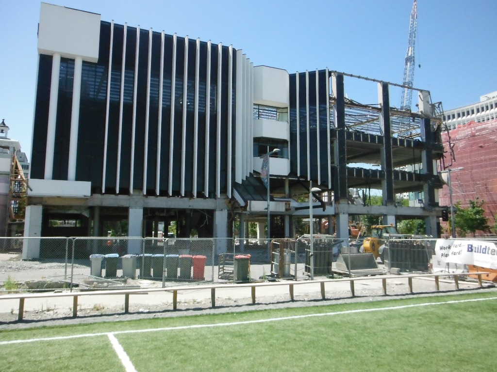Christchurch - CrumblingBuilding3.JPG