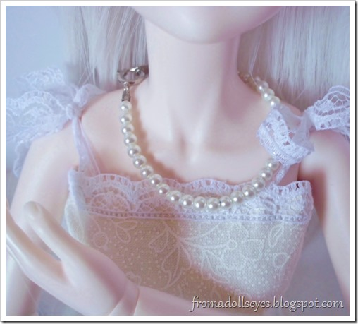 A Few Treats from The Craft Store: Doll pearl necklace